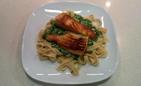 Tagliatelle CiaoCarb con Salmon y Espinacas