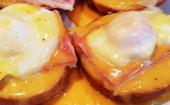 Aspecto final de la receta de huevos Benedict sin carbohidratos